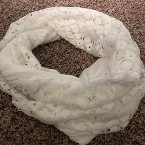 NWOT off white Old Navy scarf